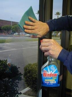 Pulizia della pellicola per vetri