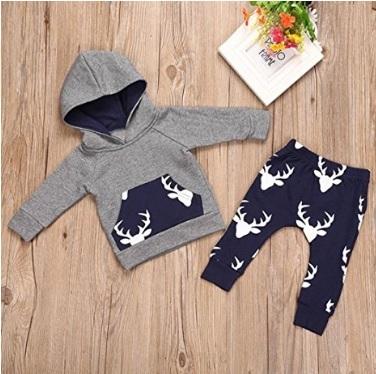 Abbigliamento completo con renne natalizio