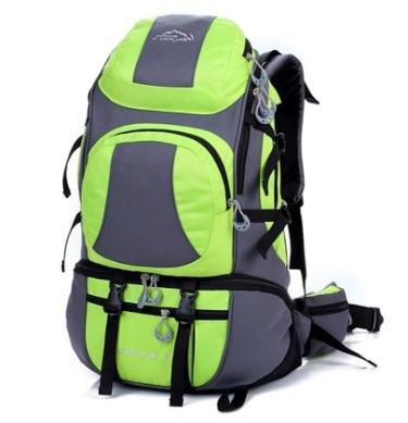 Zaino verde sportivo per alpinismo e montagna multifunzione